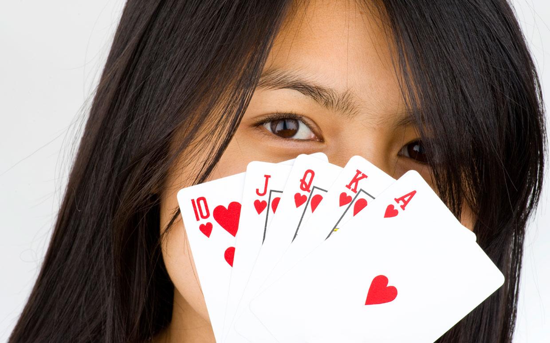 Poker Divas - playing poker