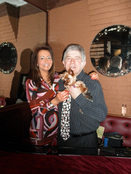Poker Divas - Women pocker bookPeople with a puppy