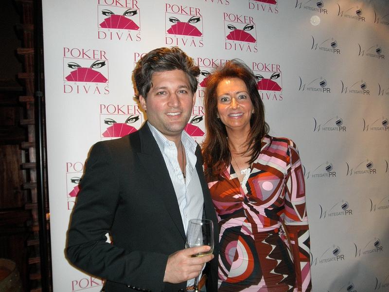 Poker Divas - Women pocker bookCouple picture