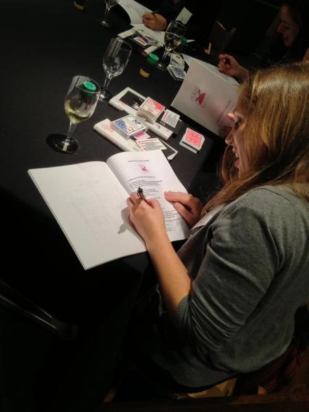 Poker Divas - Woman writing