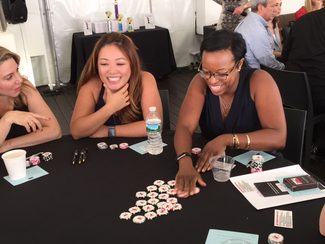 Poker Divas - Women gets excited