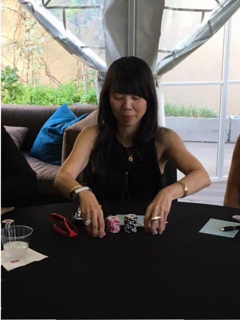 Poker Divas - A woman shark