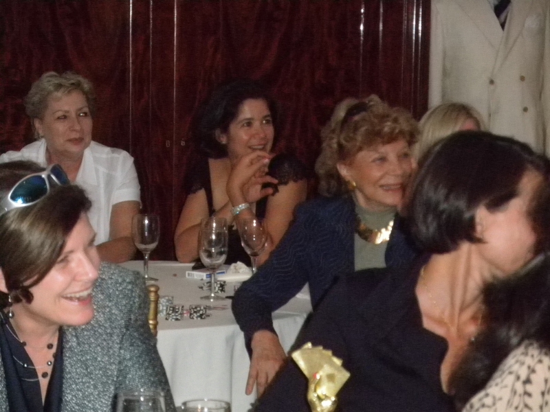 Poker Divas - People listening