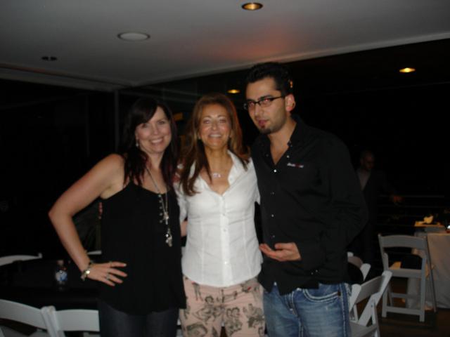 Poker Divas - Group picture in dark