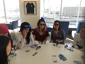 Poker Divas - Women cold call