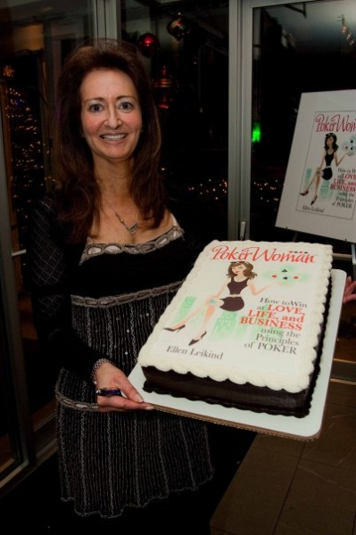 Poker Divas - Women pocker bookWoman with a cake