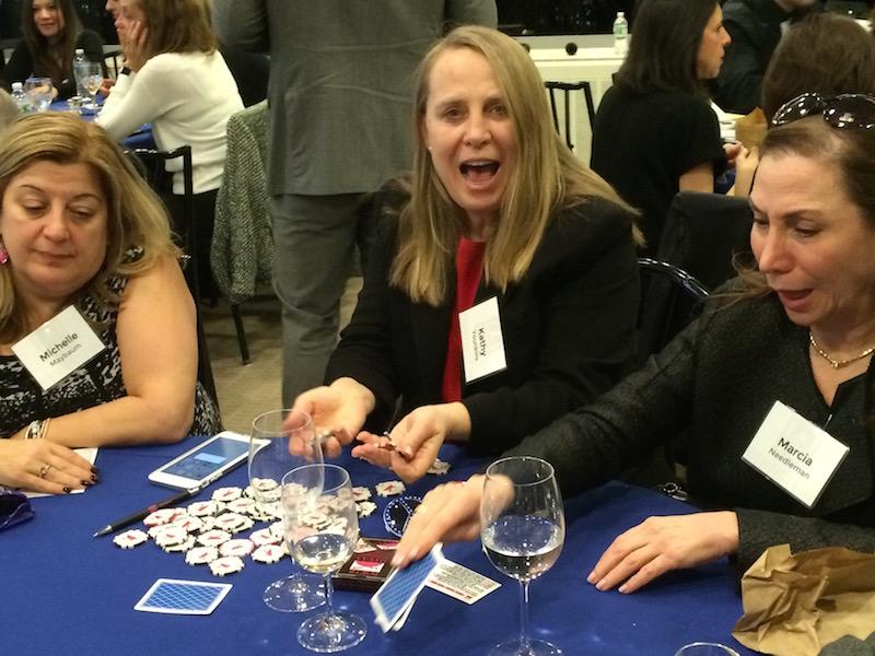 Poker Divas - Women bluff